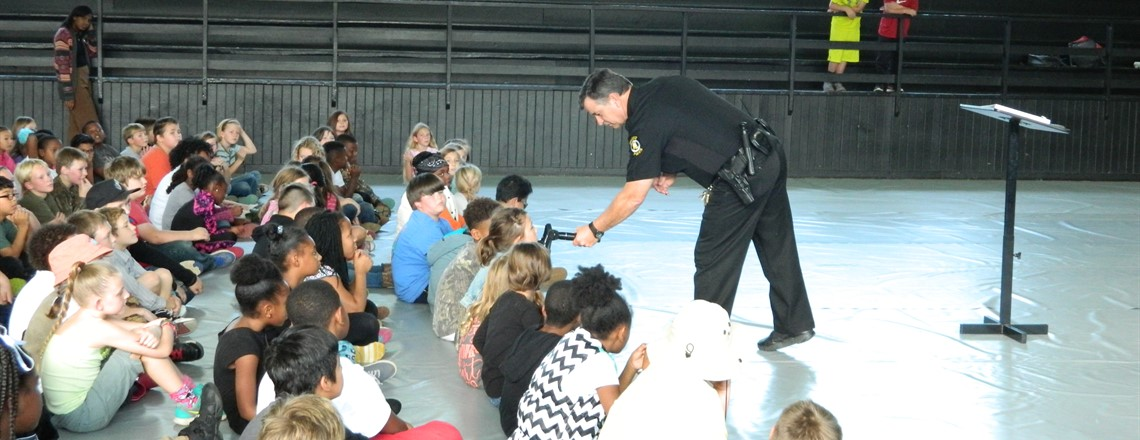 Officer Casteel speaks to third grade students for Red Ribbon Week!