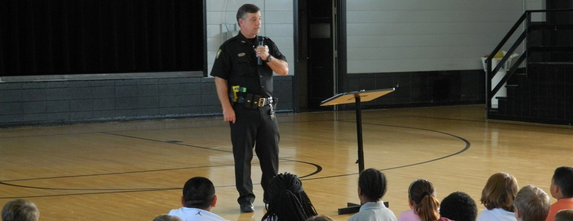 Officer Casteel speaks to fourth grade about safety and drug awareness!